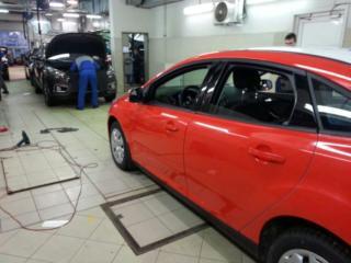 Ford Focus - полная оклейка красной плёнкой KPMF