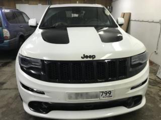 Jeep Grand Cherokee - нанесение черных полос на капот