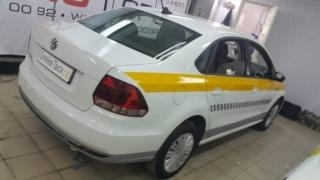 Брендирование «Volkswagen Polo» для такси Подмосковья (оклейка по ГОСТ)
